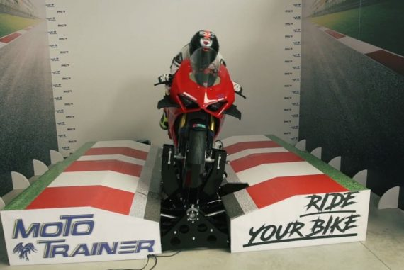 This $ 18,000 motorcycle simulator means track days throughout the year in your garage
